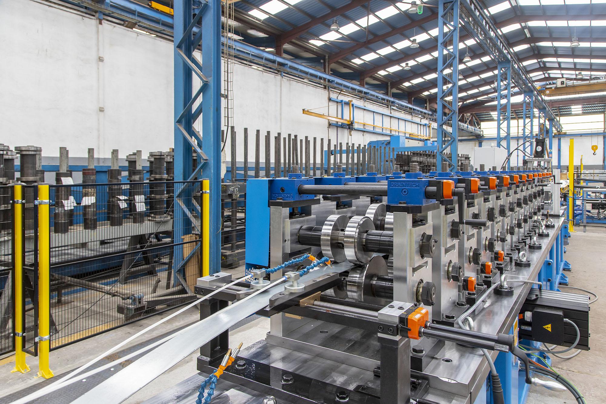 Foto de planta de producción de perfil de acero conformado en frío, de Brausa
