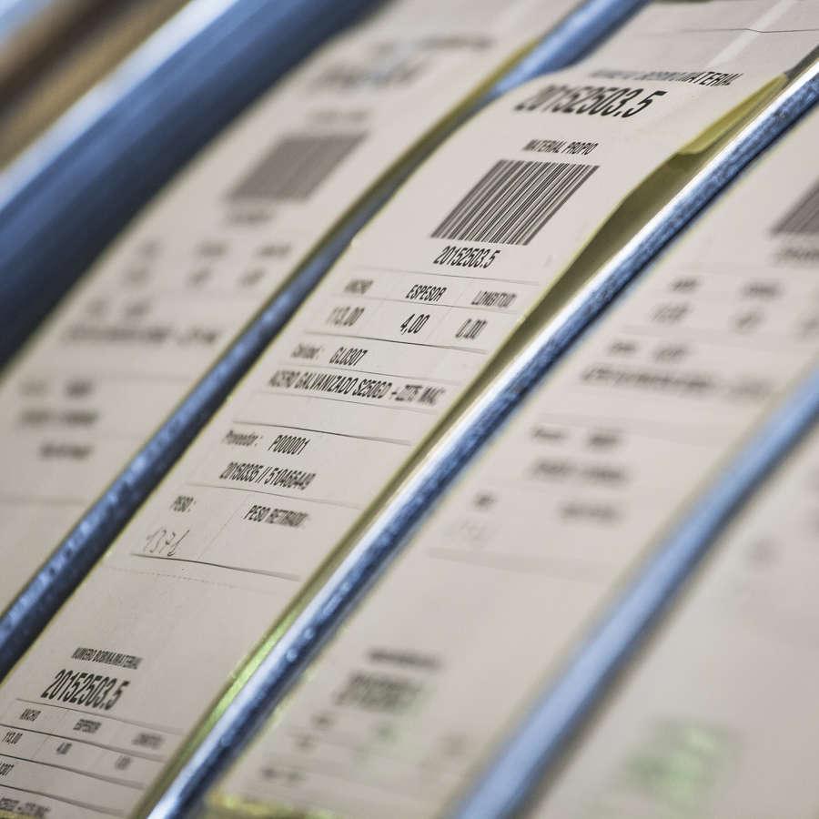 Foto de etiquetas de certificados de perfiles de acero conformados en frío de Brausa